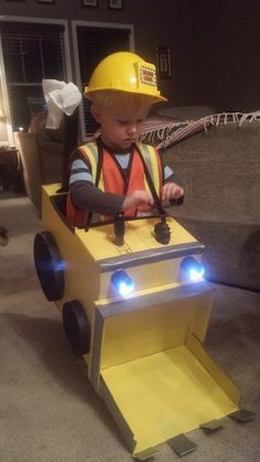 Halloween 2014. Perfect costume for all those boys who love trucks/cars! Construction worker. DIY