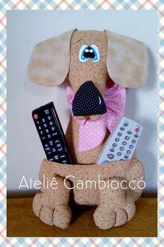 Porta controle remoto confeccionado em tecido 100% algodão para decoração. Enchimento anti alérgico.  Cor à escolha do cliente. Cushions, Pillows, Stuffed Toys Patterns, Sewing Clothes, Dog Toys, Dog Cat, Teddy Bear, Quilts, Dogs