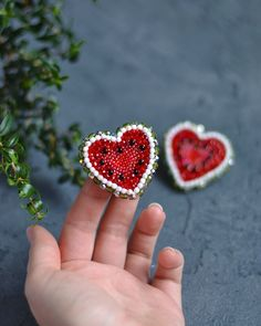 Всем арбузов и любви ❤️ В наличии две арбузные брошечки. Подробности в прошлом посте #beadedbrooch #watermelon #love #heart #брошьизбисера #брошьизбусин #брошьарбуз #брошьсердце