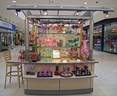 Mall Programs Nurture Retail Growth   Specialty Retail Report