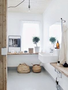 Salle de bains béton - Concrete bathroom for a south of France home Bathroom Inspiration, Interior Inspiration, Design Inspiration, Design Ideas, Daily Inspiration, Interior Ideas, Laundry In Bathroom, White Bathroom, Natural Bathroom
