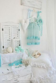 Love! Shabby chic combined with coastal theme.. Perfect!