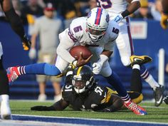 Buffalo Bills quarterback Tyrod Taylor scores on a 20-yard run in a 43-19 win over the Steelers.  Jamie Germano/@jgermano1/ Rochester NY Democrat and Chronicle STAFF PHOTOGRAPHER