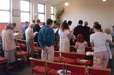 The entire congregation singing the old hymns