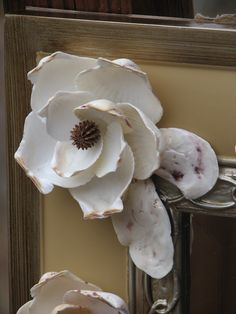 Video Tutorial: You Can Make a Magnolia Flower! Seashell Art, Seashell Crafts, Flower Crafts, Shell Flowers, Yarn Flowers, Sea Crafts, Nature Crafts, Art And Craft, Shell Ornaments