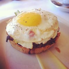 Montreal's best classic brunches from French bistros Leméac and l'Express to the bagel classic at Beauty's to Nouveau Palais' chicken and waffles. Montreal Quebec, Quebec City, French Bistro, Chicken And Waffles, Bagel, Breakfast, Classic, Brunches, Ocd