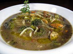 Minestra di fagioli tabacchini, broccolo siciliano e cozze, con spaghetti spezzati
