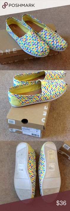Multi Canvas Chevron Toms Worn once. Bright colored chevron pattern. TOMS Shoes Flats & Loafers