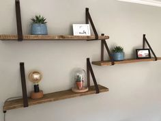 Rustic Shelves, Wooden Shelves, Floating Shelves, Wooden Planks On Wall, My New Room, My Room, Home Living Room, Living Room Designs, Happy New Home
