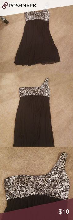 Dress Junior misses size 3 black and white one shoulder dress. Midlegnth and The bottom is flowy. Trixxi Dresses One Shoulder