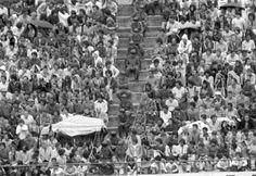 Atletiba - Na rica história do Atletiba, poucos duelos têm peso maior que a série decisiva do Campeonato Paranaense de 1978. Três empates por 0 a 0, cada um com 50 mil pessoas no estádio. Duas torcidas separadas por cordas e um espaço em que mal cabia um polícia sentado por degrau. E pensar que hoje em dia tem quem diga ser impossível as duas torcidas no mesmo estádio.