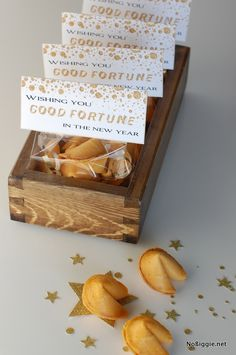 Fortune Cookie Treat Bag Topper FREE Printable -- New Year's Eve party favors via Silvester Diy, Silvester Party, New Years Eve Day, New Years Party, New Years Eve Party Ideas For Adults, New Year's Eve Celebrations, New Year Celebration, Chinese New Year Party, New Year's Food