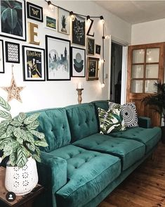 How To Use Dark Green in Your Living Room — Melanie Jade Design – Laura Crawford - Decoration Green Sofa, Living Room Green, Gold Living Room, Living Room Sofa, Green Sofa Living Room, Home, Interior, Dark Green Living Room, Living Room Inspo