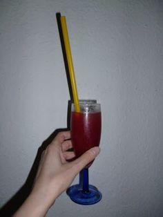 Cocktail aus selbstgemachtem Weibergpfirsichlimes? Klingt nach einem definitiven Nachmachkandidaten!