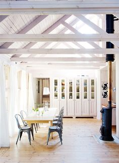 BLACKBIRD: amazing white dining room