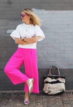 Zoe from Dress Like A Mum looking as stylish as ever in her hot pink wide leg trousers. And we think her rose gold Edge of Ember hoops compliment the outfit beautifully!