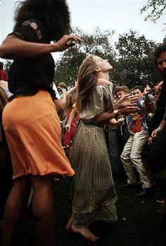 hippie women were dancing in 1967 at Sanfracisco.