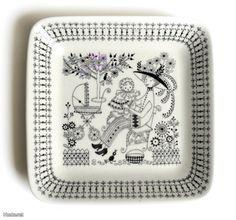 Emilia Pattern by Raija Uosikkinen. Porcelain Ceramics, China Porcelain, Ceramic Pottery, Stig Lindberg, Plate Art, China Painting, Vintage Dishes, Scandinavian Design, Nostalgia