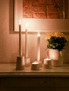 Suomessa muotoiltuihin Koti-sarjamme kynttilänjalkoihin sopivat niin pitkät kynttilät kuin tuikutkin.