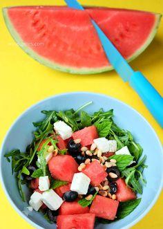 Melon salad with arugula, feta, olives and pine nuts - Essen Trinken - Salat Melon Salad, Fruit Salad, Cobb Salad, Big Mc, Arugula, Caprese Salad, Salads, Low Carb, Food And Drink