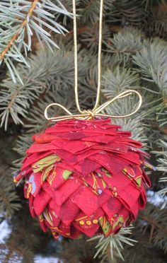 Prairie point pinecone tree ornament – a free pattern