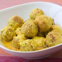 Kashmiri Koftas: Kashimiri food is characterized by the use of a generous amount of curd in gravies.