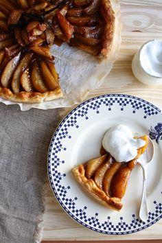 Tarte aux poires et pommes caramélisées, un brin de vanille et son petit pot de crème / Projet 52 : 4/52 Pommes & poires Lily's Kitchen Book Blog