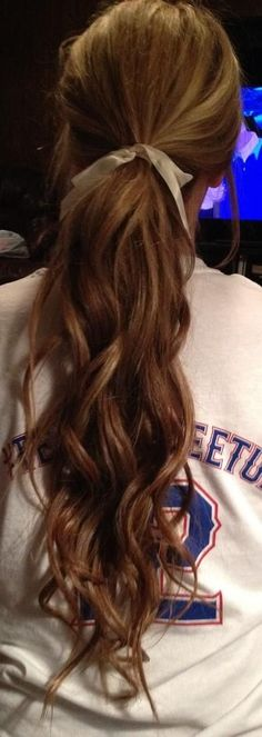 curly ponytail- i want to grow out my hair this long! Good Hair Day, Love Hair, Gorgeous Hair, Curly Ponytail, Ponytail Hairstyles, Loose Ponytail, Loose Curls, Hairstyles Haircuts, Perfect Ponytail