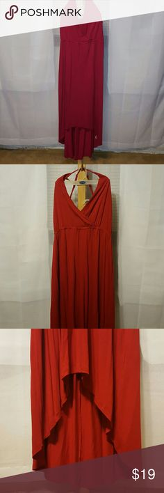 ON high low dress This red dress is very difficult to snap all the features.  This is a very deep vneck that hugs the chest.  Very flowy and flattering, higher cut in the front.  Adjustable straps that criss cross in the back. Old Navy Dresses High Low