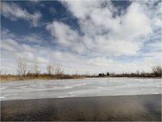 Lake half way frozen (renfehr.wordpress.com)