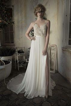Cet ensemble drapé romantique : | 36 robes de mariée deux-pièces chic et originales