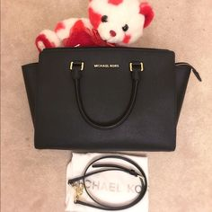 ❎SOLD!!❎⚜Michael Kors Selma Large Should Bag ⚜SOLD!!⚜Absolutely stunning Selma Large purse in the highly sought-after color•Was only used once•In excellent used condition•looking like brand newNo stains, marks, rips, or tears on both exterior and interior  Exterior: black color with gold hardware Interior: black MK monogram print fabric. One zippered pocket, four open slip pockets, and a key chain fob  ⚜Comes with an adjustable/removable cross-body strap and dust bag⚜ Michael Kors Bags…