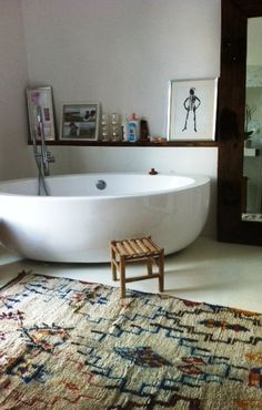 The Shiny Squirrel : Beautiful oval vessel bath tub, very clean and contemporary look toned down with Navajo style rug; nice natural wood ledge for art, candles and a drink! Interior Exterior, Home Interior, Bathroom Interior, Dream Bathrooms, Beautiful Bathrooms, Bathroom Inspiration, Bathroom Ideas, Interiores Design, My Dream Home