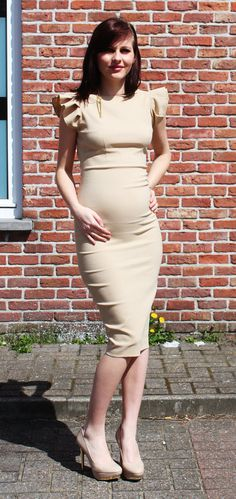 pretty cream dress - maternity fashion style ...