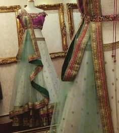 Indian bridal dupatta draping 25 ideas for 2019 Lehenga Dupatta, Bridal Dupatta, Drape Sarees, Saree Draping Styles, Duppata Style, Lehenga Style, Indian Fashion Dresses, Indian Wedding Outfits, Dress Picture