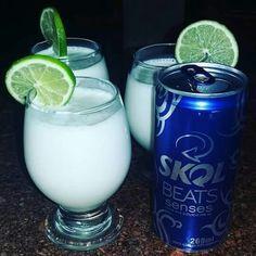 *FROZEN CONGELANTE  2 latas de Skol beats senses 1 caixa de leite condensado  1 um limão  ...  E vamos se esbaldar nessa nova deliciosa bebiida, eu já provei & esta aprovadissima. Vodka Drinks, Frozen Drinks, Drinks Alcohol Recipes, Bar Drinks, Cocktail Drinks, Alcoholic Drinks, Eat Me Drink Me, Food And Drink, Frozen Yogurt