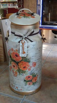 I WANT IT Recycled Crafts, Diy And Crafts, Paper Crafts, Painted Milk Cans, Milk Can Decor, Old Milk Cans, Vintage Milk Can, Aluminum Can Crafts, Antique Stove