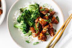 Teriyaki omáčka začíná být stále více oblíbená, jedná se o omáčku z asijské kuchyně, která je na bázi sojové omáčky. Kombinace kuřecího masa, jasmínové rýže spolu s dušenou brokolicí a...