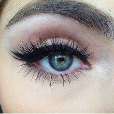 Pretty Eyeliner Makeup Look - http://ninjacosmico.com/35-grunge-make-up-ideas/
