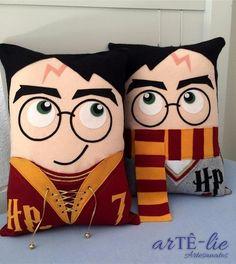 Harry Potter Diy, Harry Potter Thema, Harry Potter Bedroom, Felt Crafts, Fabric Crafts, Diy And Crafts, Diy Pillows, Throw Pillows, Felt Pillow