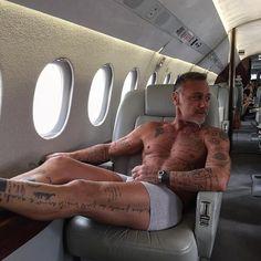 Gianluca Vacchi en su avión privado