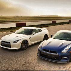2 wonderful Nissan GTR's, WOW