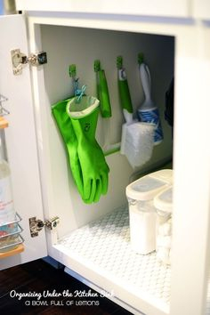 12 Ways to Use Command Hooks in the Kitchen. Looking for budget friendly hacks and diy storage ideas? Try these for organizing in kitchens in apartments and houses or homes. storage and organization 12 Brilliant Ways to Use Command Hooks in the Kitchen Organisation Hacks, Organizing Hacks, Bathroom Organization, Diy Hacks, Organizing Kitchen Cabinets, Organising, Diy Cabinets, Bathroom Cabinets, Bathroom Ideas