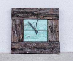 Часы из старого дерева