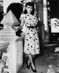 Yvonne De Carlo - love that novelty print dress. #vintage #1940s #actresses
