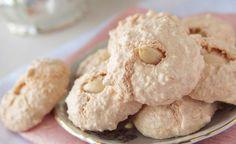 O tradicional chá com biscoitos pode ficar ainda mais gostoso com essa receita de biscoito de nata. Superfácil de fazer, esse biscoito derrete na boca e é uma delícia. A nata você pode comprar em supermercados e padarias, portanto não há desculpas para não p