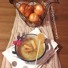 Online la ricetta di questa meravigliosa Soup à l'oignon al profumo di birra con Lollipop di patate croccanti, per riprendere la settimana in leggerezza  buon lunedì  Ricetta QUI http://lamiacasashabby.com/2015/03/02/soup-a-loignon-al-profumo-di-birra-e-lollipop-di-patate-croccanti/
