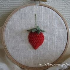 ㅡ  딸기가 좋아!  ㅡㅡㅡ #소금빛자수 #딸기자수 #입체자수꽃나무열매 #입체자수 #손자수 #자수재료 #모사자수실 #서양자수  #embroidery #woolstitch #strawberry