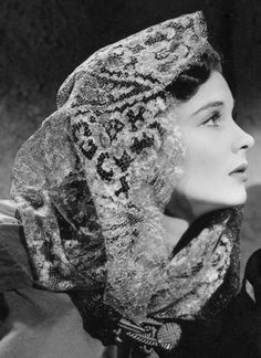 """summers-in-hollywood: """"Vivien Leigh in That Hamilton Woman, 1941 """""""