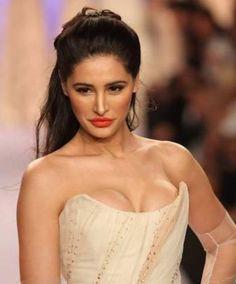 Hot Kiss Pics & photos of Nargis Fakhri